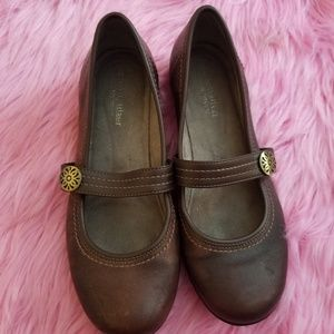 Naturalizer Brown Round Toe Slip On Shoes
